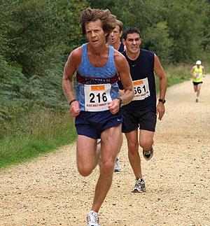 Steve Murphy running towards the finish of the 2005 Alice Holt 10K