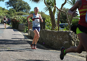 Jane Georghiou running down to the promendate near the end of one of the Isel of Wight Fell races in 2015