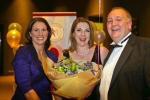 Member receives bouquet at 2018 Annual Awards Dinner