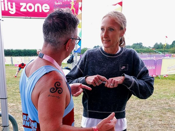 Paul Mackie passes on tips about running to Paula Radcliffe at the 2021 RunFestRun